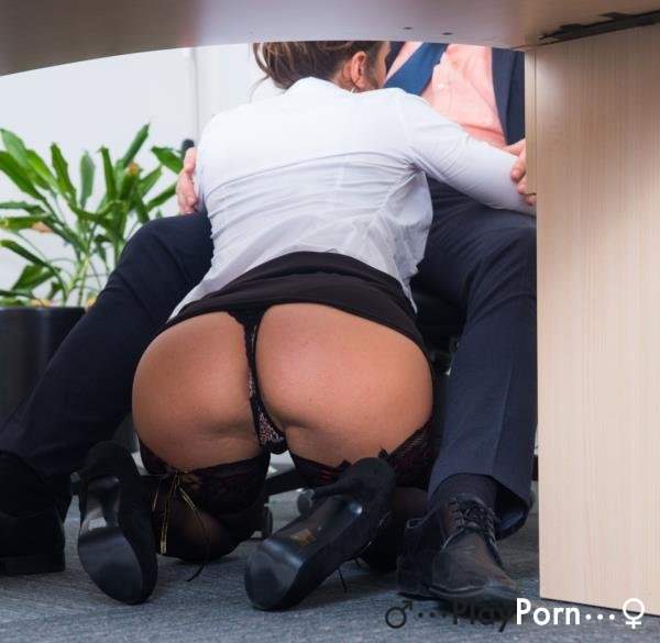 Secretary Sucks Boss Dick - Julia Roca