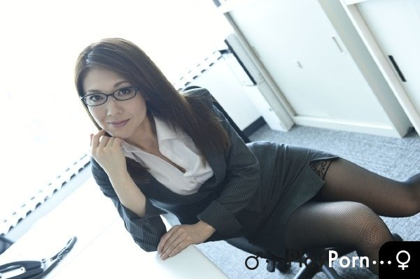 Sex With a Japanese Secretary In The Office - Mao Saito