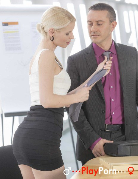 Beautiful Secretary Sex - Lynna Nilsson
